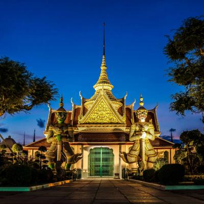temple-next-to-wat-arun-thailand_m